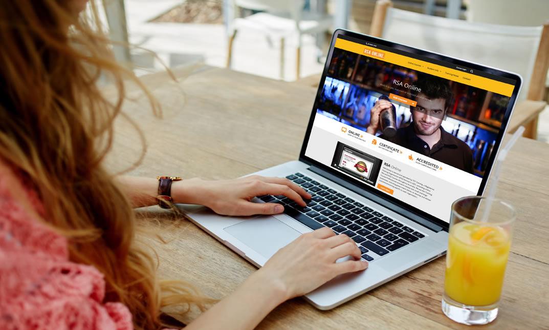 estudando em curso online no computador